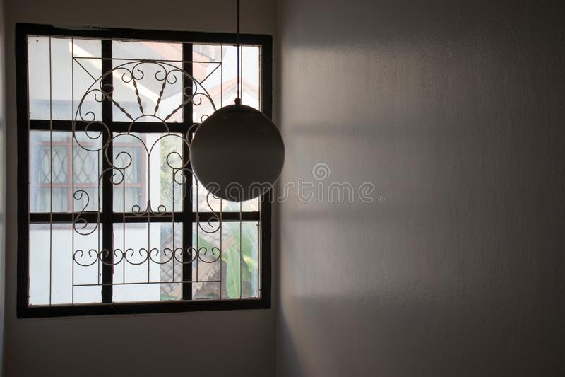 Runde Glaslampe im Haus, kreisen geformte Lampenschirme ein stockfotos