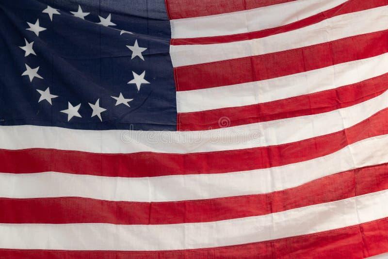 Runde Sterne der Weinlese-roten, weißen und blauen amerikanischen Flagge für Volkstrauertag- oder Veteranenhintergrund stockfotos