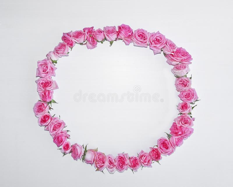 Runder Rahmen der Weinlese von rosa Rosen lizenzfreie stockfotos