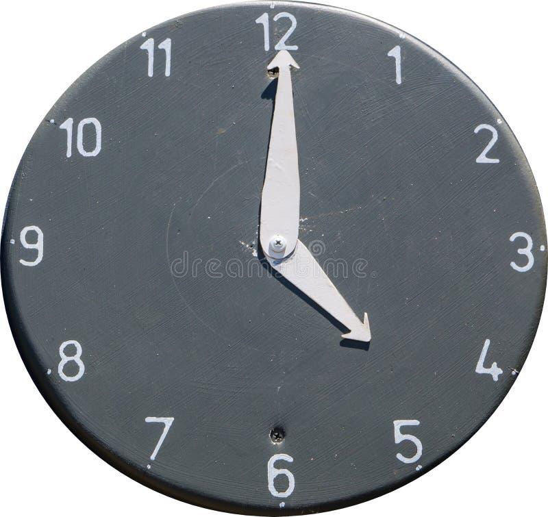 Rundes schwarzes Ziffernblatt mit den Zahlen, die Zeit bei 5 O-` Uhr lokalisiert auf weißem Hintergrund zeigen lizenzfreie stockbilder