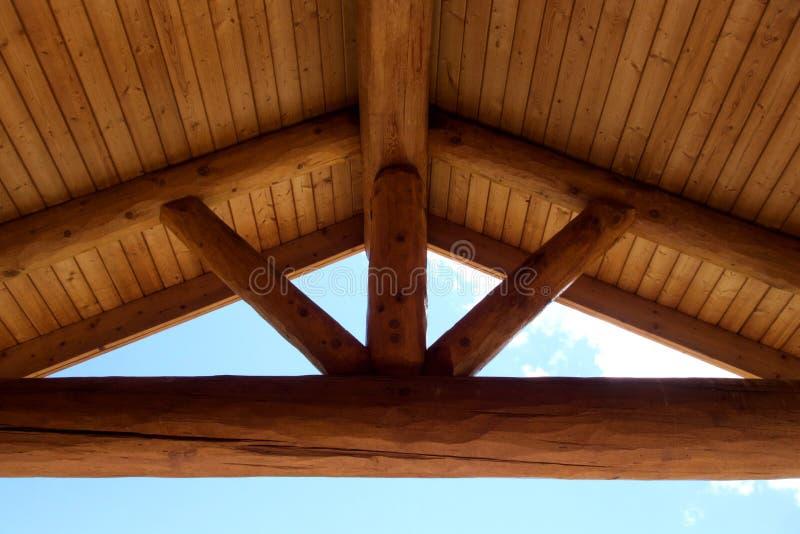 Rundholz-Rahmen Gabel Roof Beams stockfoto
