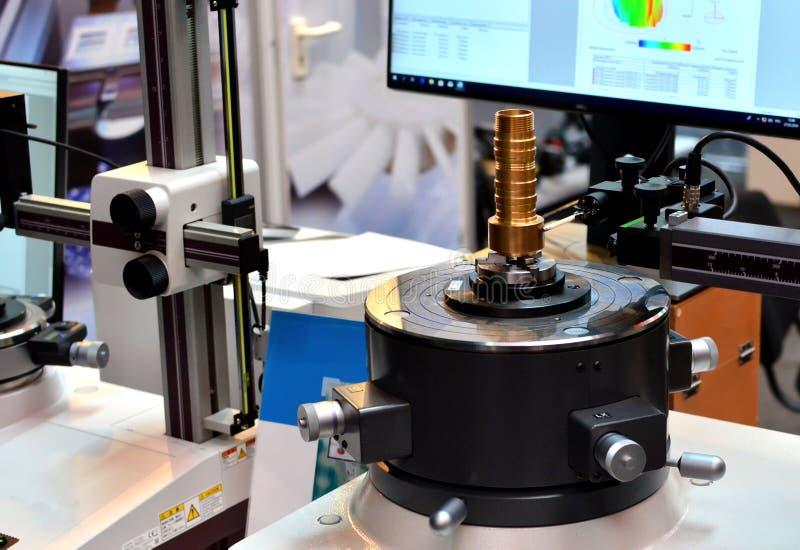 Rundungs- und cylindricityformmessgerät ermöglichen Maß einer Vielzahl der Werkstücke stockfotografie