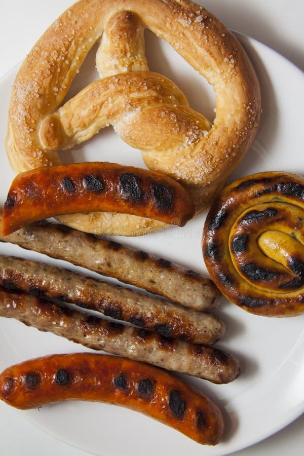 Rundvlees Beierse worsten van verschillende types stock afbeelding