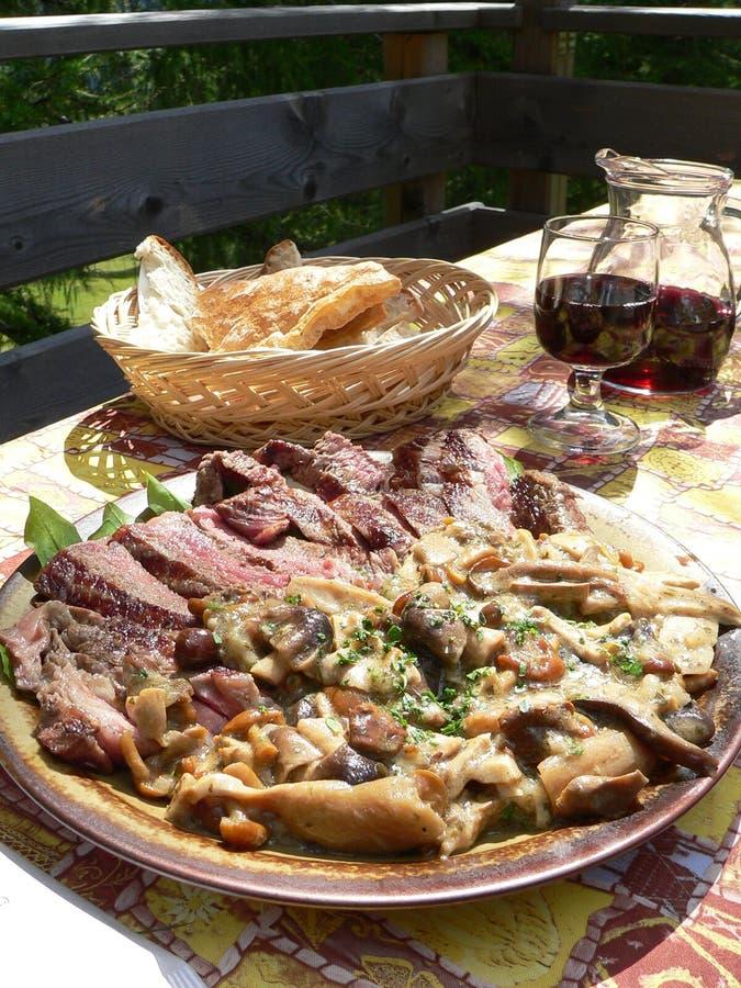 Rundvlees en paddestoelen stock foto's