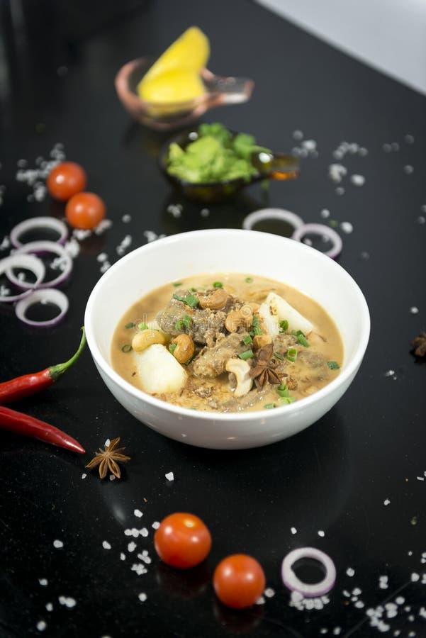 Rundvlees massaman kerrie, Thaise keuken royalty-vrije stock foto