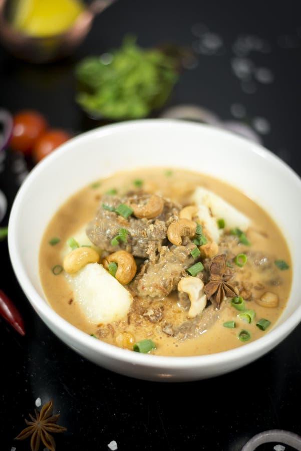 Rundvlees massaman kerrie, Thaise keuken stock foto