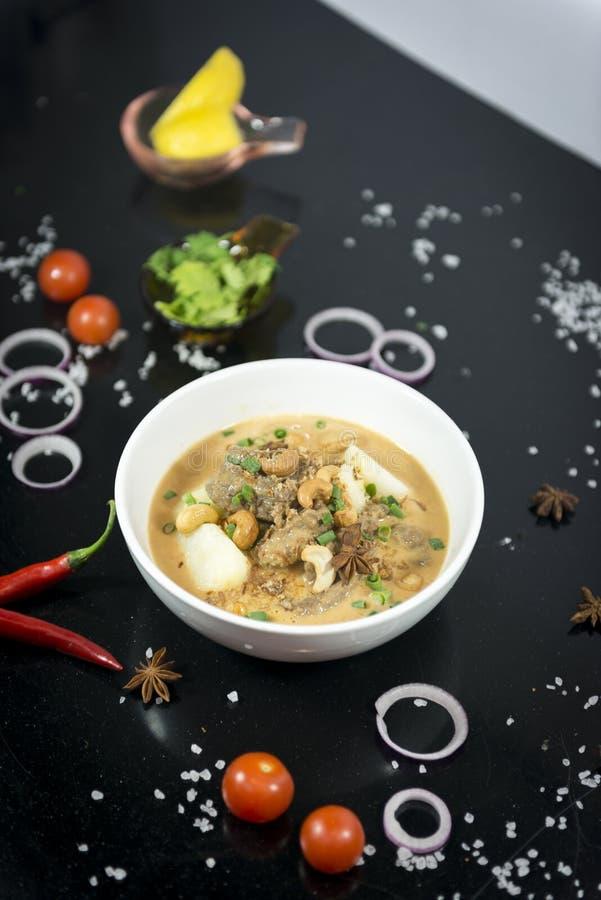 Rundvlees massaman kerrie, Thaise keuken stock fotografie