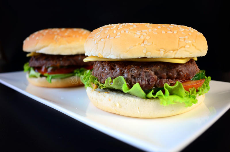 Rundvleeshamburger stock foto