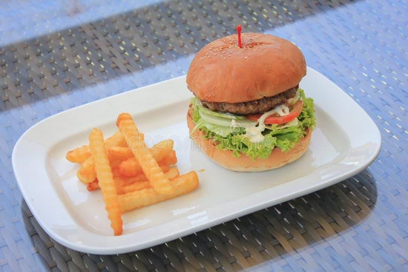 Rundvleeshamburger stock afbeeldingen