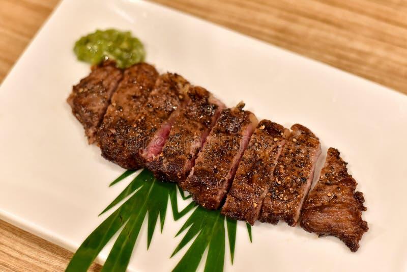 Rundvleeslapje vlees op plaat, Geroosterd Japans wagyulapje vlees stock afbeeldingen