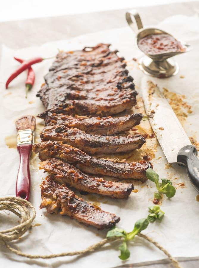 Rundvleesribben in bbq saus royalty-vrije stock afbeelding