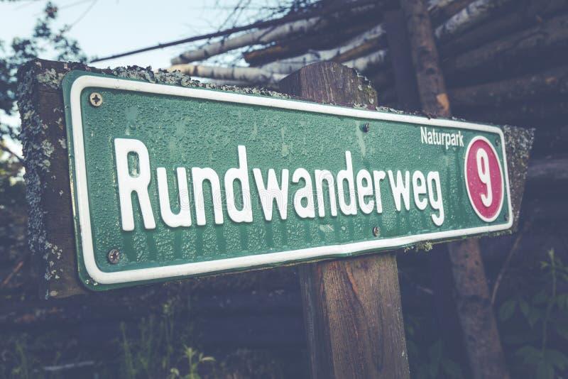 Rundwander Weg 9 οδικό σύστημα σηματοδότησης Ελεύθερο Δημόσιο Τομέα Cc0 Εικόνα