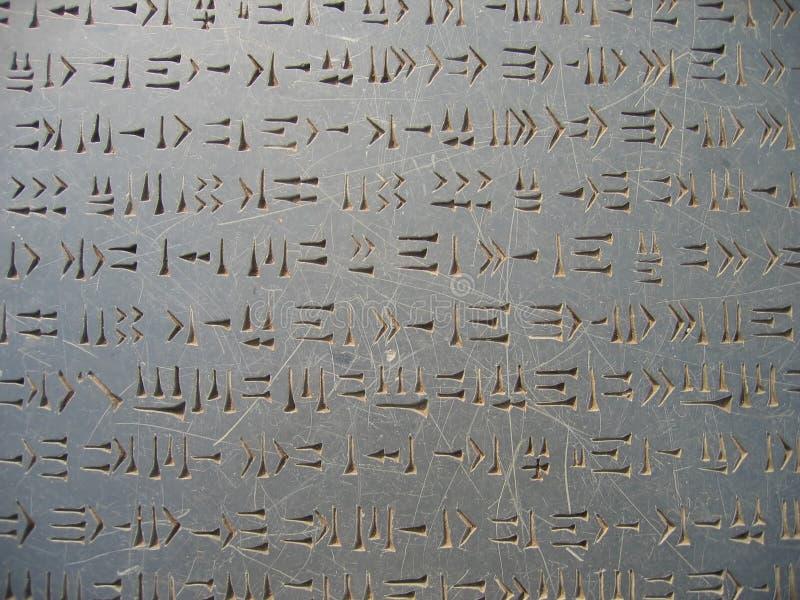 Rune sulla pietra immagine stock