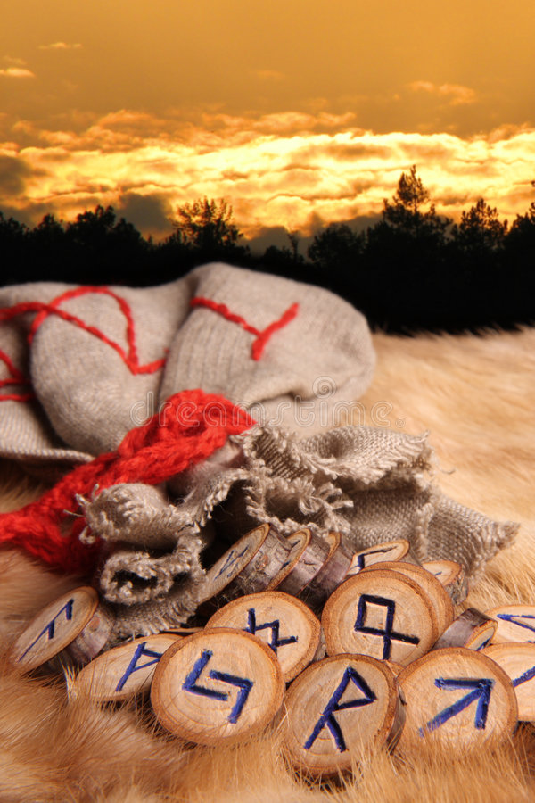 Runes no por do sol foto de stock royalty free