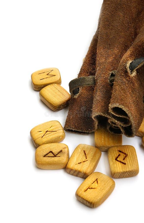 Runes no saco de couro foto de stock royalty free