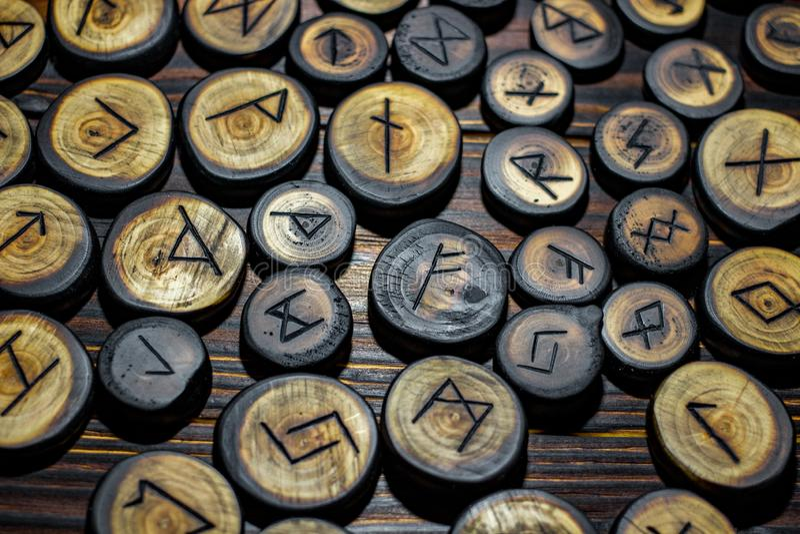 Runes rzeźbiący od drewna zdjęcie royalty free