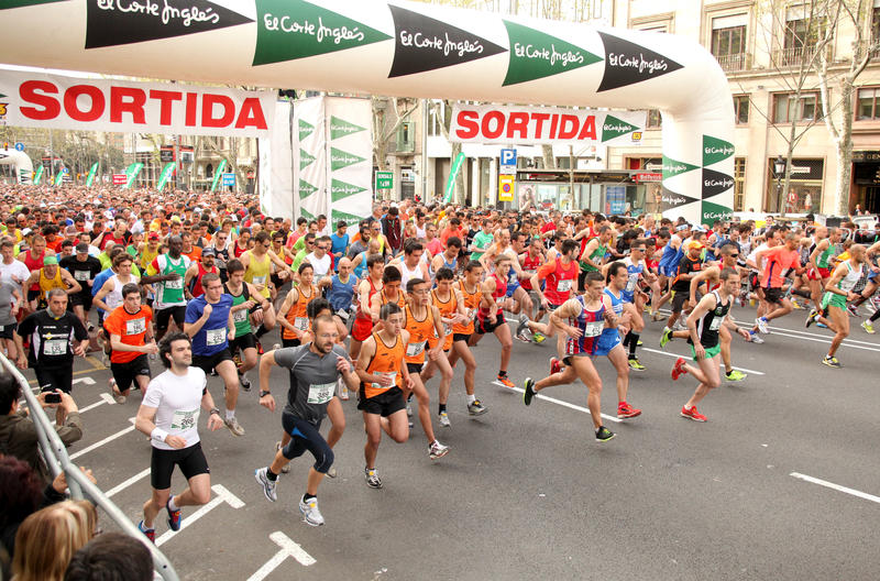 Download Runners On Start Of Cursa De El Corte Ingles Editorial Photo - Image: 19119076