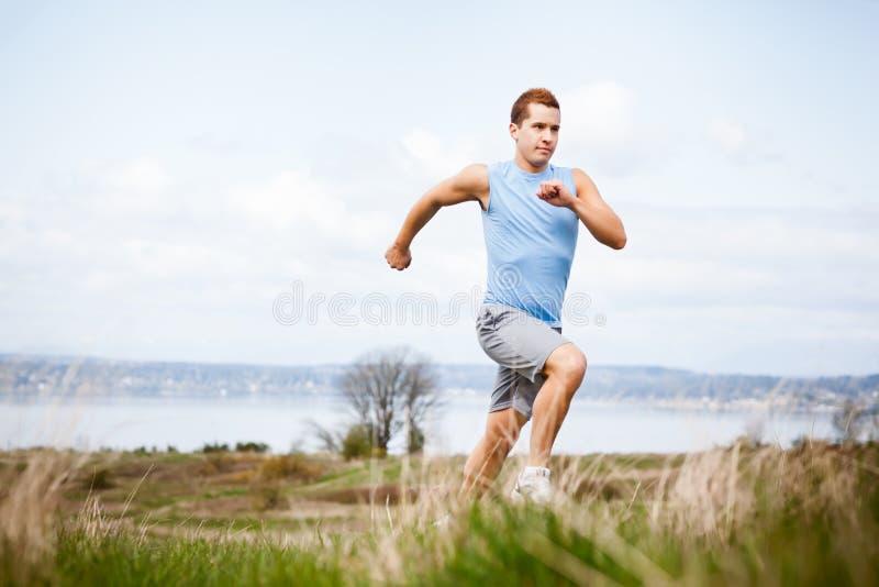 running för blandad race för man arkivfoto