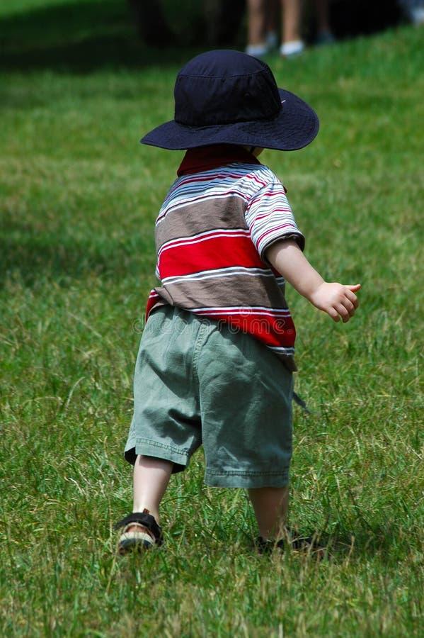 running litet barn arkivbilder