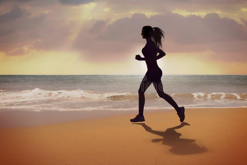 running silhouette för flicka