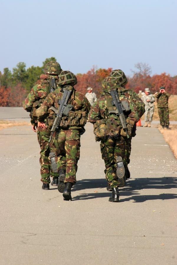 running soldater arkivfoton
