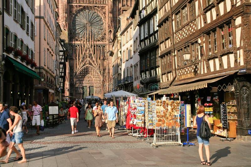 runt om cathedraledamenotre strasbourg royaltyfri fotografi