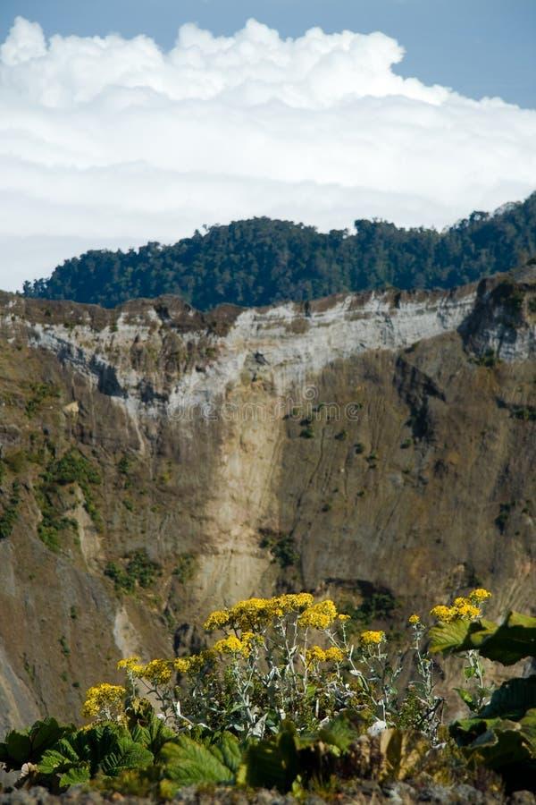 runt om kraterirazuvulkan arkivfoton