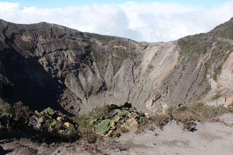 runt om kraterirazuvulkan fotografering för bildbyråer