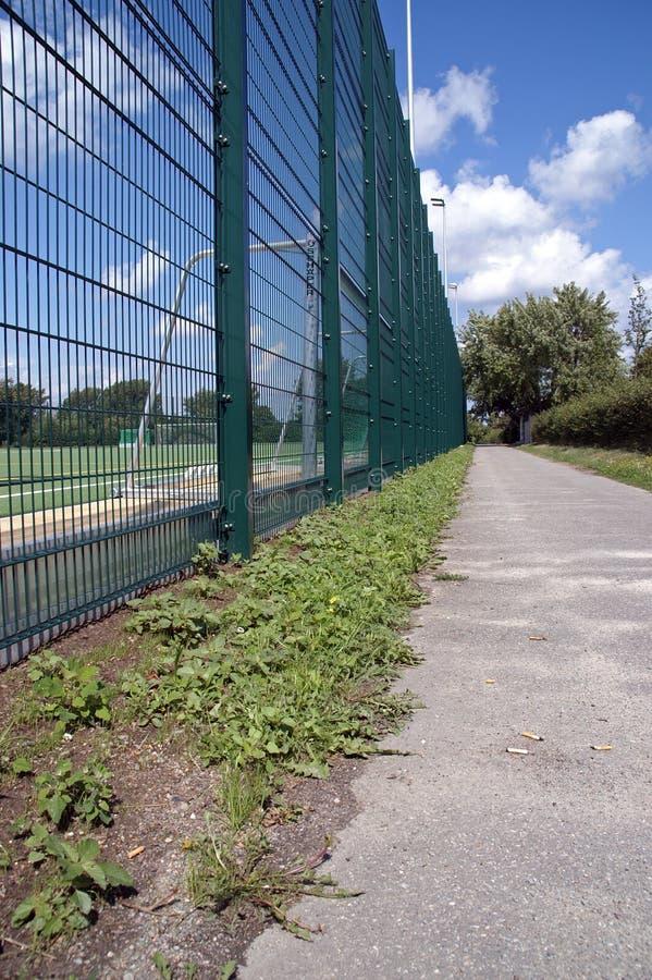 runt om staketfältfotboll arkivfoton