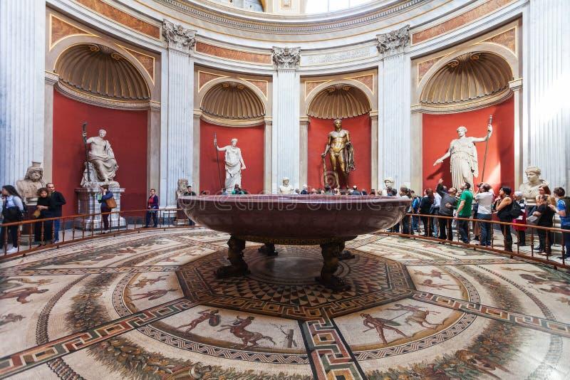 Runt rum av av museet Pio-Clementino i Vaticanen royaltyfri fotografi