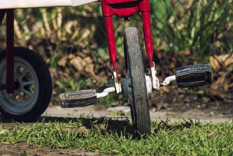 Ruota anteriore con i pedali fotografia stock
