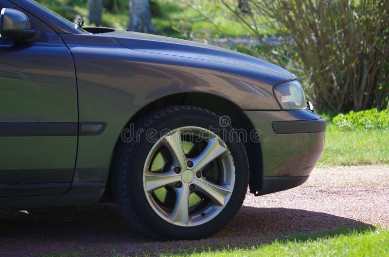 Ruota anteriore di un'automobile fotografia stock libera da diritti