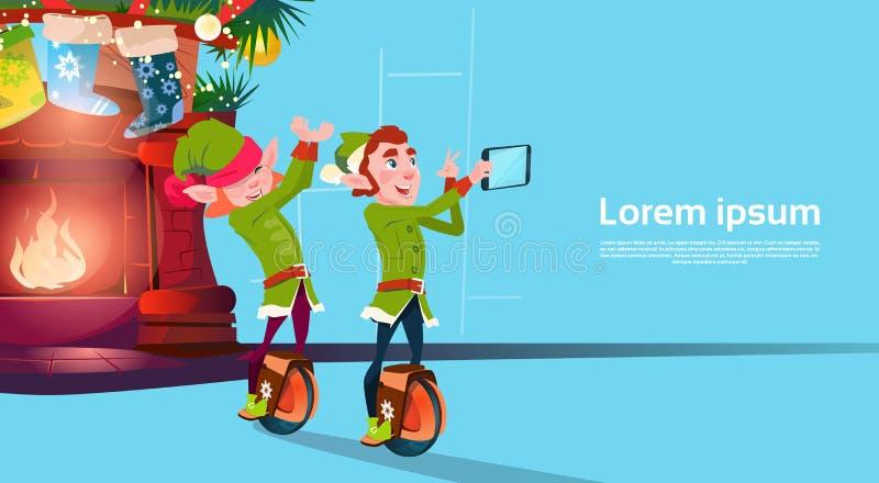 Ruota di giro del gruppo di Elf la mono che fa la foto di Selfie ha decorato la cartolina d'auguri del buon anno di Natale del ca royalty illustrazione gratis