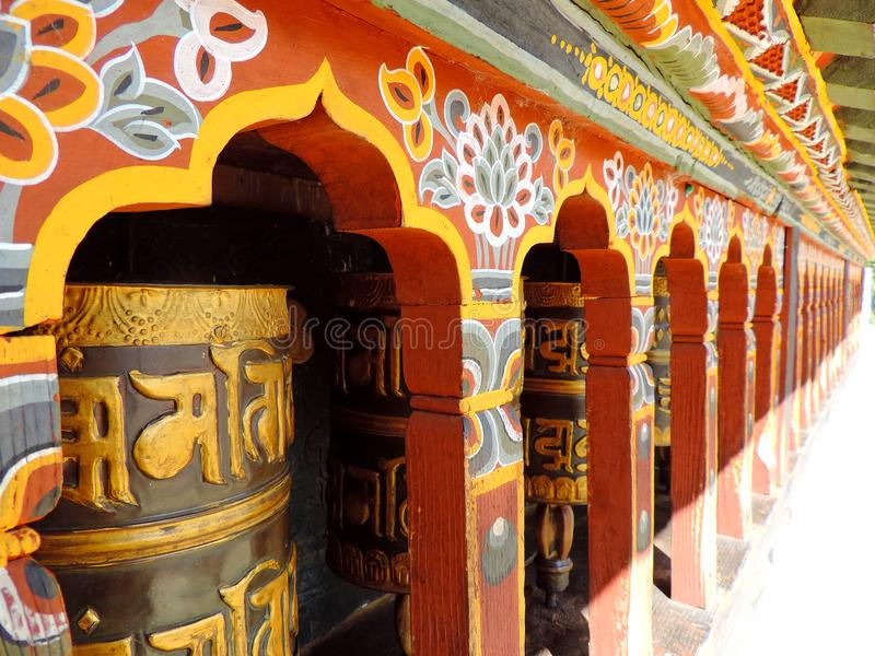 Ruota di preghiera a Changangkha Lhakhang, Thimphu, Bhutan immagini stock