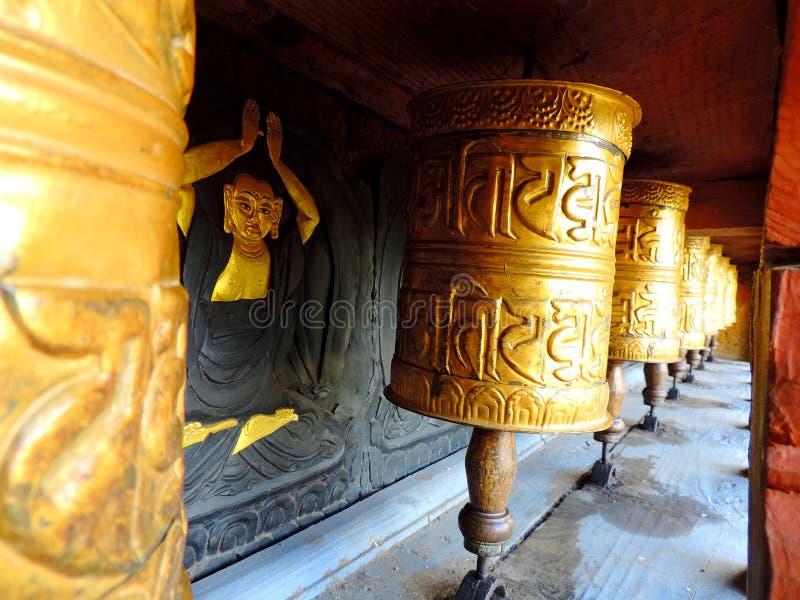 Ruota di preghiera con pittura a Chimi Lhakhang, Bhutan fotografia stock