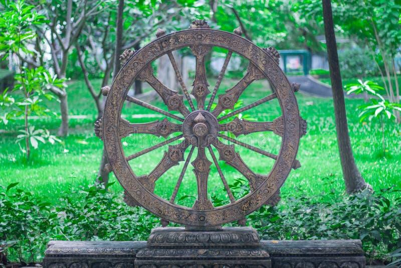 Ruota di vita o Dharmachakra, ruota di Dhamma fotografia stock