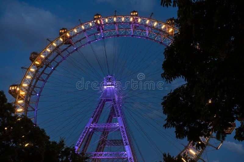 Ruota gigante di Vienna alla notte fotografie stock libere da diritti