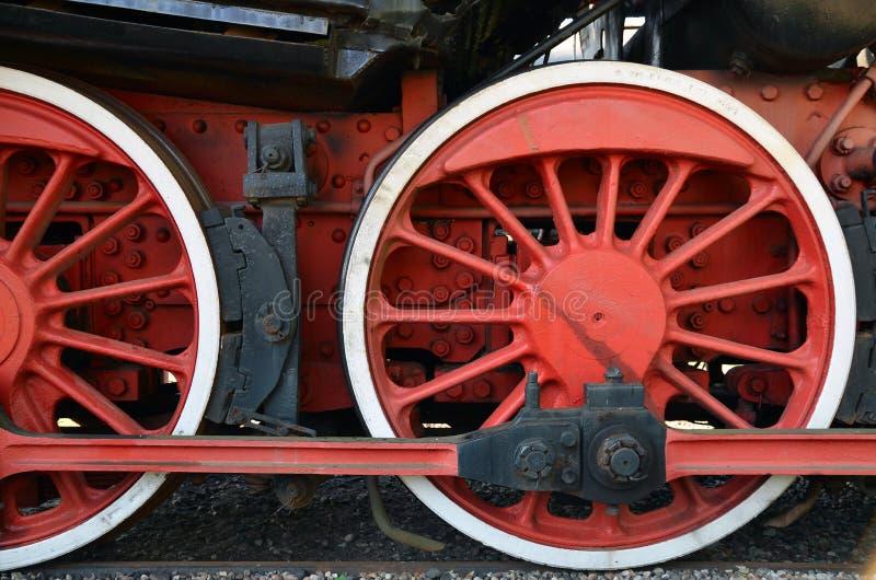Ruote di e vecchio treno a vapore immagine stock