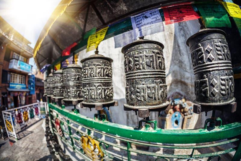Ruote di preghiera allo stupa di Kathesimbhu immagini stock