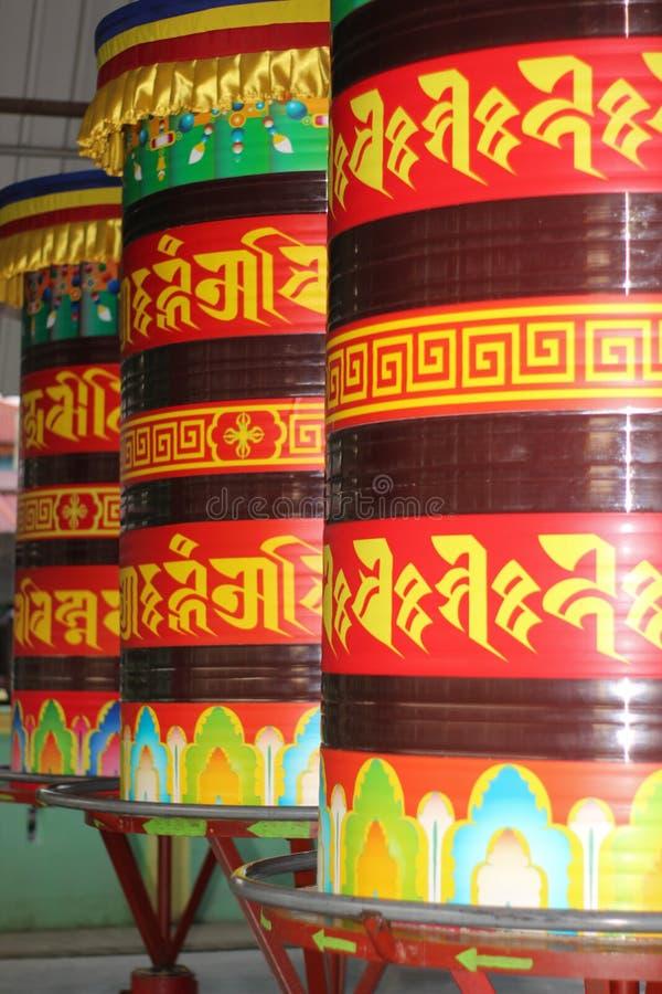 Ruote di preghiera di buddismo fotografie stock