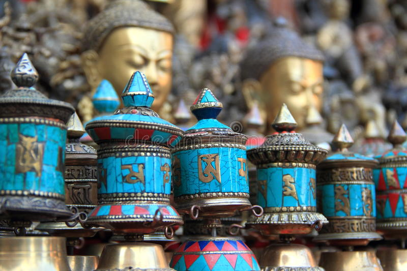 Ruote di preghiera (Nepal). immagine stock