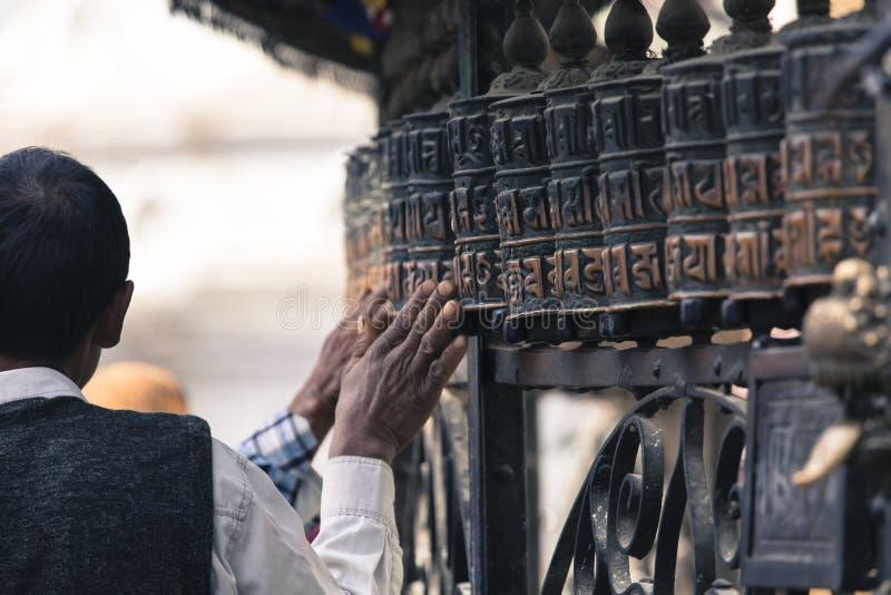 Ruote di preghiera a Swayambhu, Kathmandu, Nepal fotografia stock libera da diritti