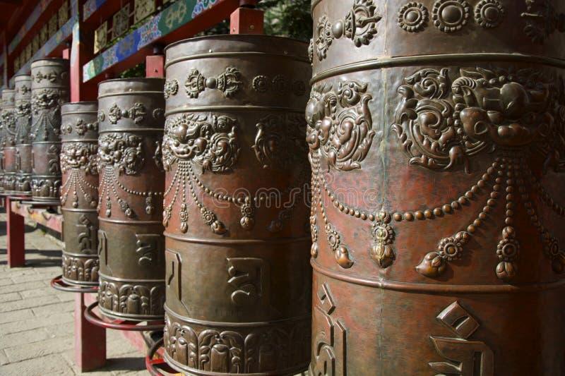 Ruote di preghiera tibetane del metallo fotografie stock