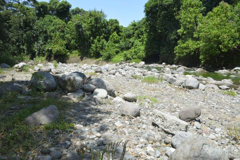 Ruparan河, Digos市,南达沃省,菲律宾的被淤积的部分barangay Ruparan的 免版税库存照片
