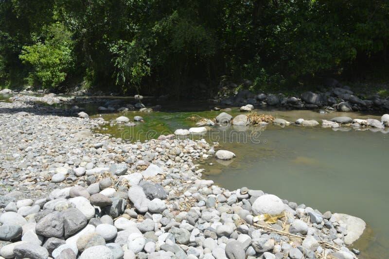 Ruparan flod på barangay Ruparan, Digos stad, Davao del Sur, Filippinerna royaltyfri bild