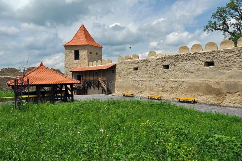 Rupea erneuerte eben mittelalterliche Festung in Siebenbürgen, Rumänien lizenzfreie stockbilder