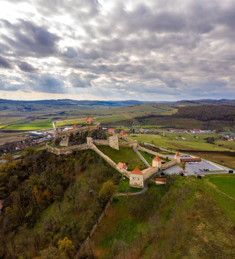 Rupea fästning nära Brasov och Sighisoara i Transylvania, romare royaltyfria foton