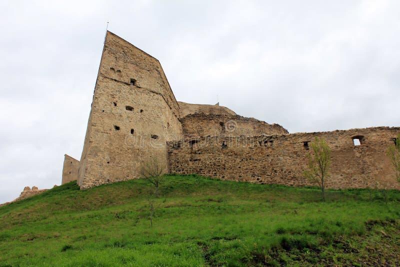 Rupea fästning - väggar och tornet fördärvar arkivfoto