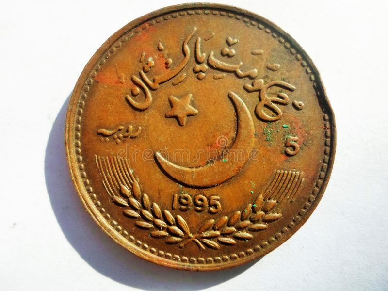 Rupias paquistanesas cinco emitidas em cinqüênta anos de UN imagens de stock