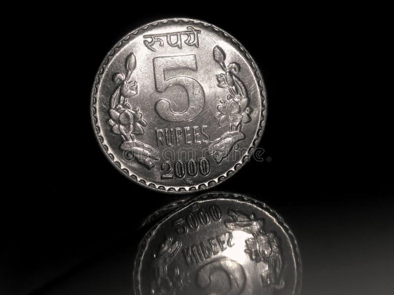 5 RUPIE DI MONETE DELL'INDIANO fotografia stock